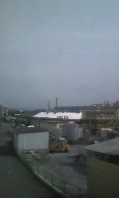 梅雨時の富士山